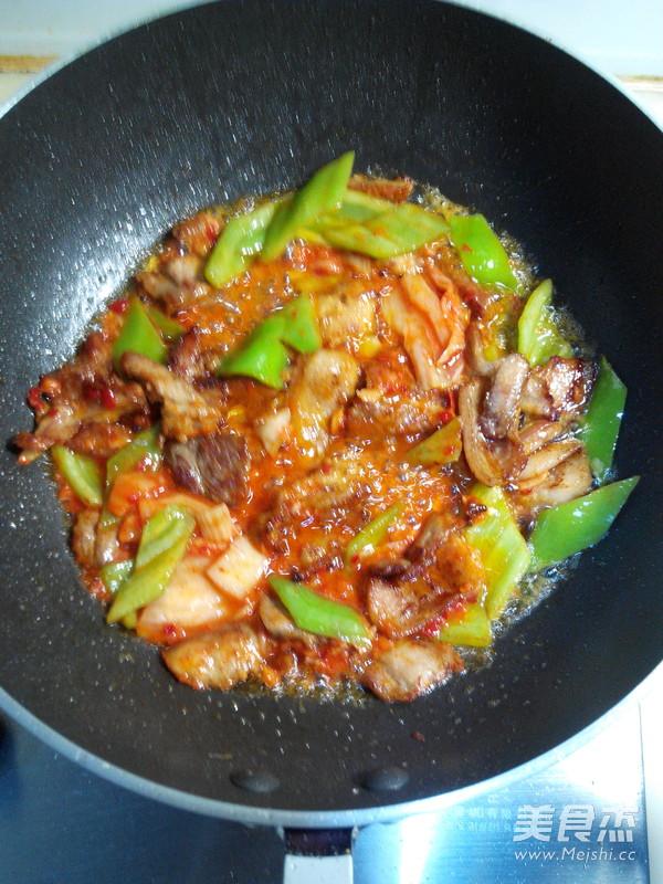 五花肉炒辣白菜怎么做