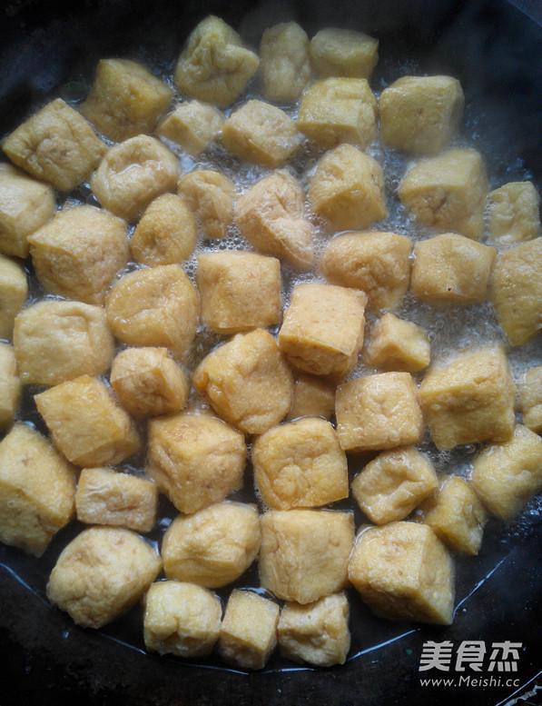 油菜炒豆腐泡的简单做法