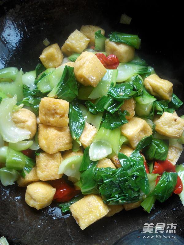 油菜炒豆腐泡怎么炒