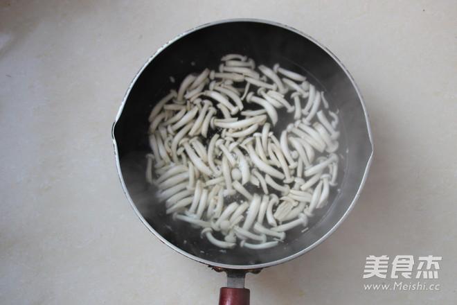 白玉菇拌黄瓜的家常做法