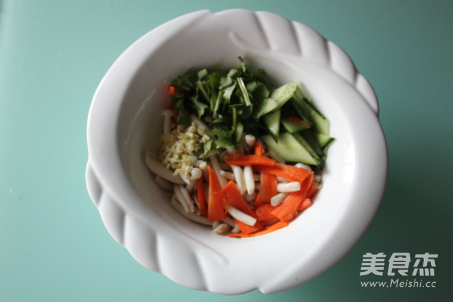 白玉菇拌黄瓜的简单做法