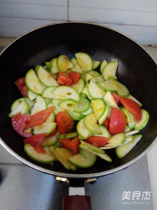 西葫芦番茄炒蛋怎么做