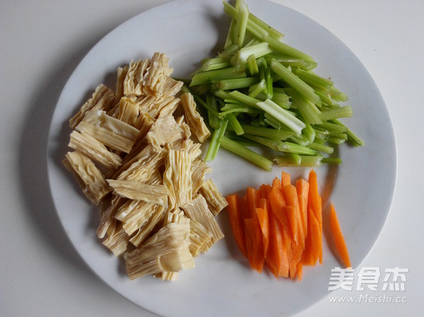 腐竹拌芹菜的家常做法