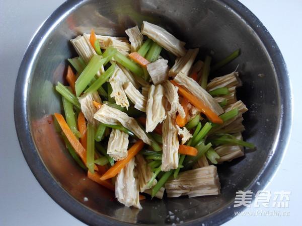 腐竹拌芹菜怎么煮