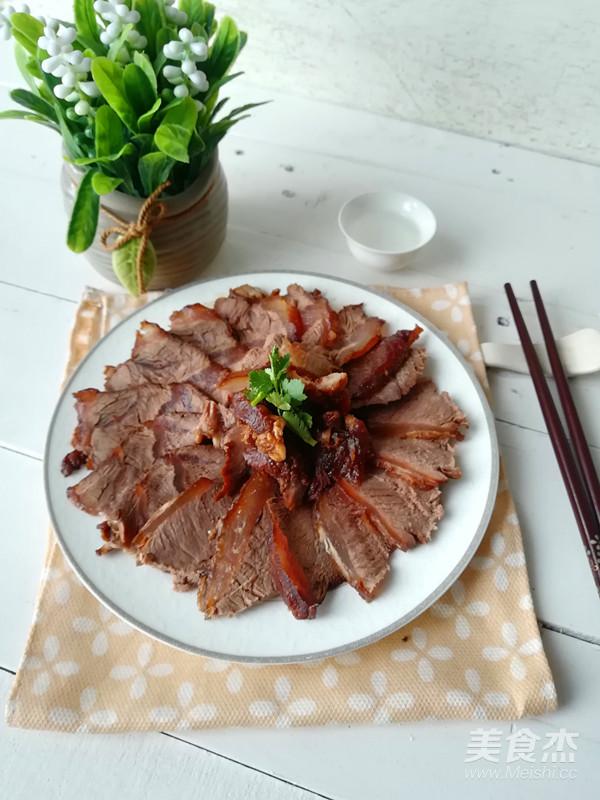 家庭版酱牛肉成品图