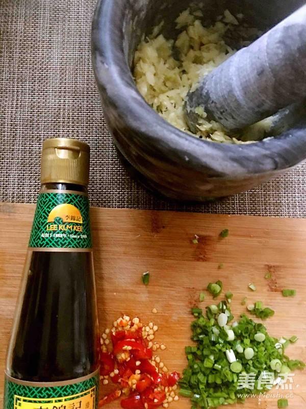 蒜蓉豆腐蒸金针菇怎么做