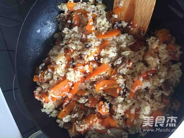 新疆碎肉抓饭怎么吃