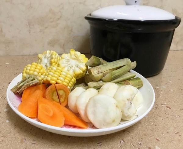 玉米红萝卜排骨汤的家常做法