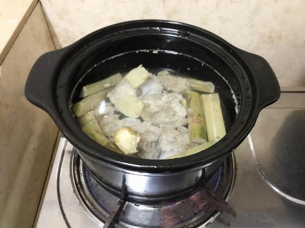 玉米红萝卜排骨汤的简单做法
