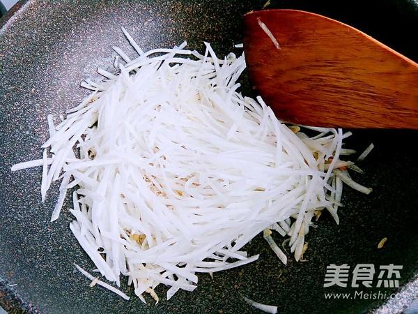 干豆腐萝卜丝汤的步骤