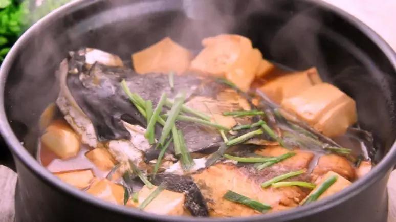 刷锅鱼头豆腐汤怎么煸