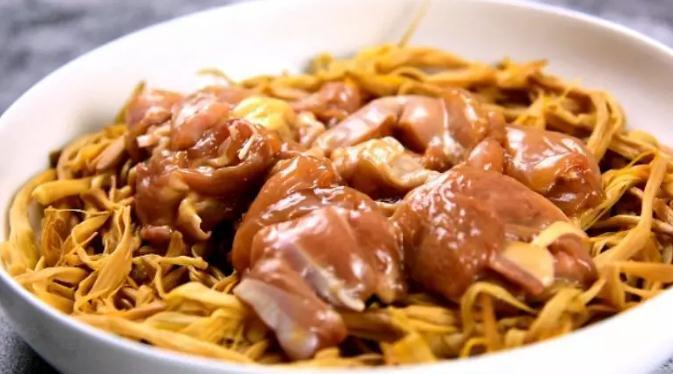 黄花菜蒸鸡怎么做