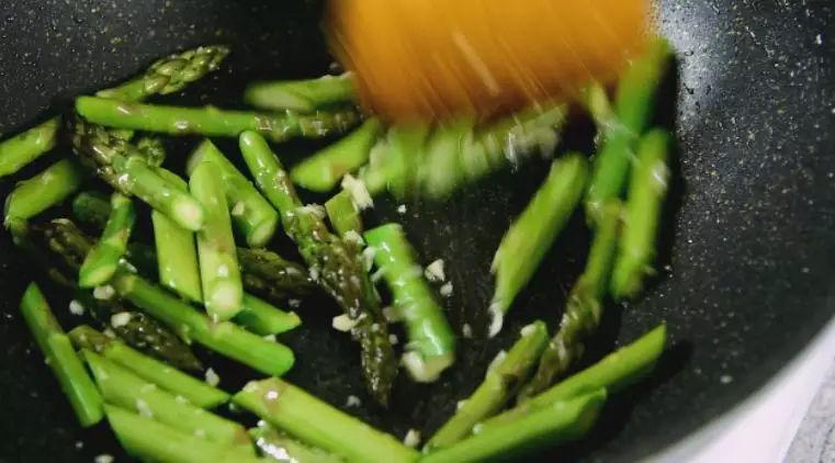 芦笋炒虾仁怎么吃