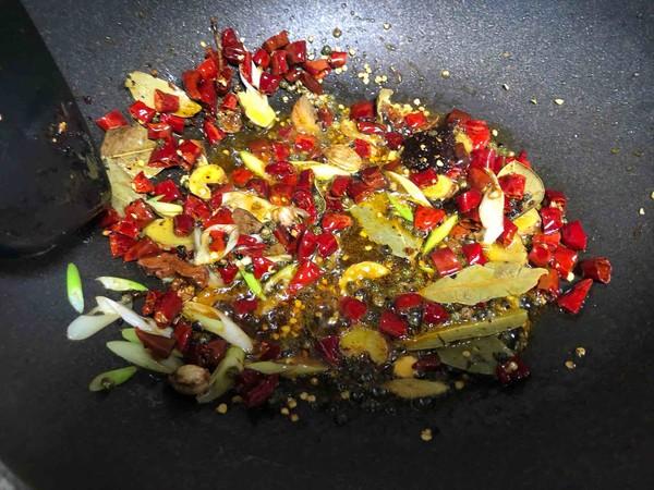 绝对正宗的麻辣干锅五花肉的简单做法