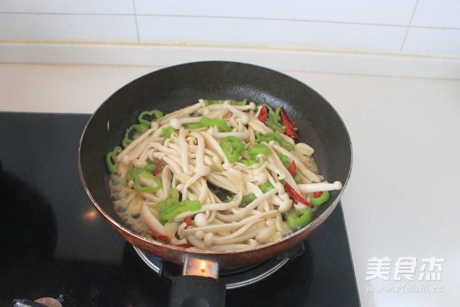 蚝油海鲜菇炒鸡丝怎么炒
