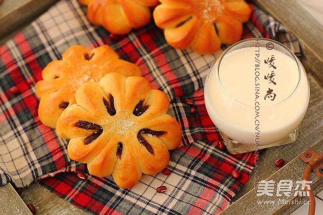 紅豆沙花朵面包成品圖