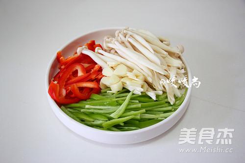 蚝油海鲜菇炒牛柳的家常做法