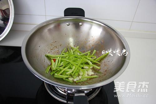蚝油海鲜菇炒牛柳怎么炒