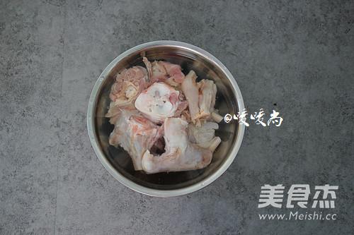 白萝卜羊骨汤的做法图解