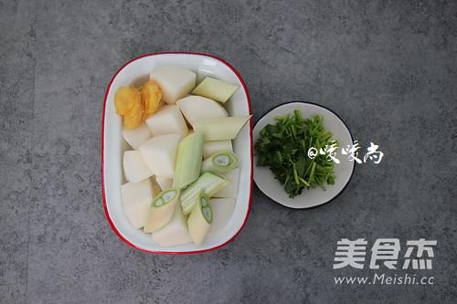 白萝卜羊骨汤的家常做法