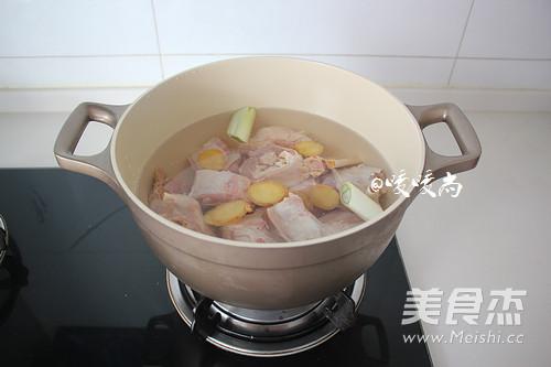 白萝卜羊骨汤的简单做法