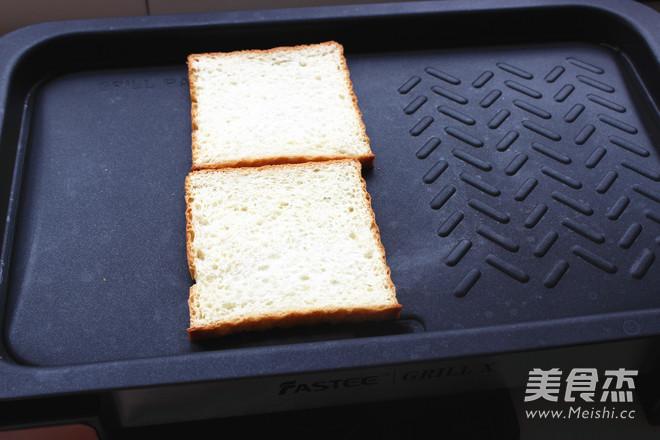 鸡蛋火腿三明治的家常做法