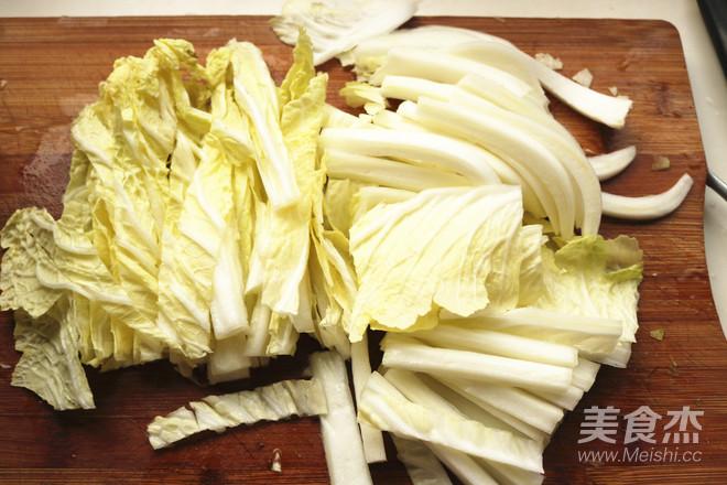 腊猪耳炒白菜的简单做法