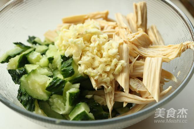 黄瓜拌腐竹的简单做法