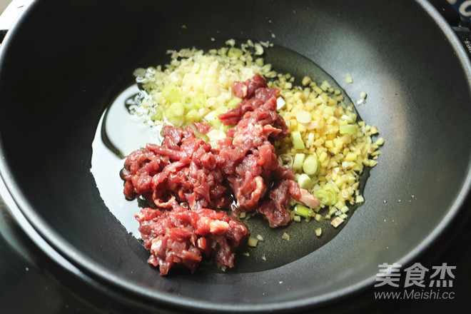 牛肉香菇酱拌面怎么吃