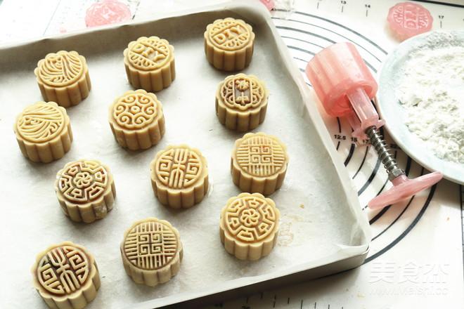广式蛋黄月饼的制作