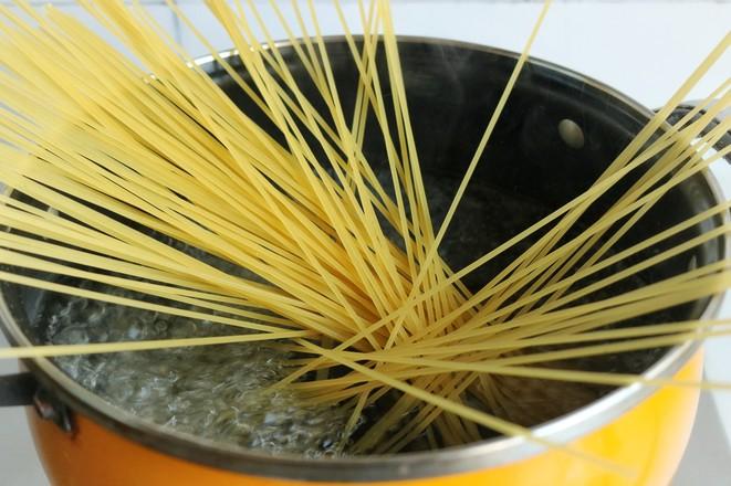 香椿青酱意面的家常做法