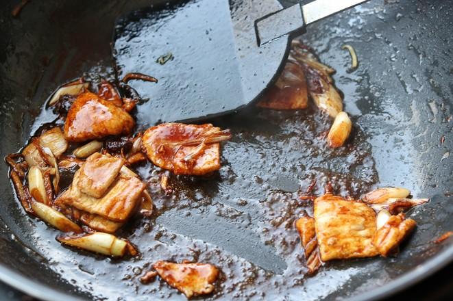 蘑菇炒肉片的简单做法
