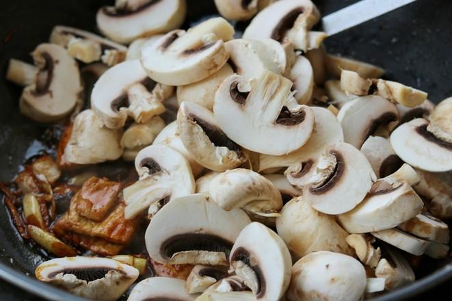 蘑菇炒肉片怎么吃