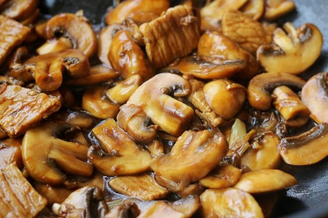 蘑菇炒肉片怎么做