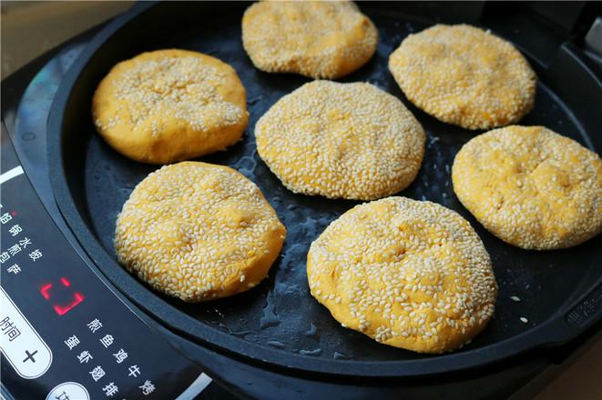 芝士三文鱼肠南瓜饼的步骤
