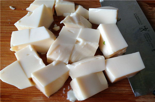 丝瓜菌菇豆腐汤的家常做法