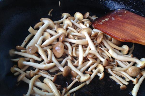 丝瓜菌菇豆腐汤的简单做法