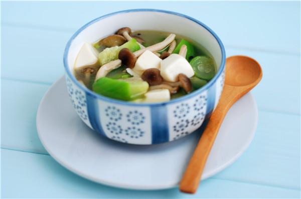 丝瓜菌菇豆腐汤怎么煸