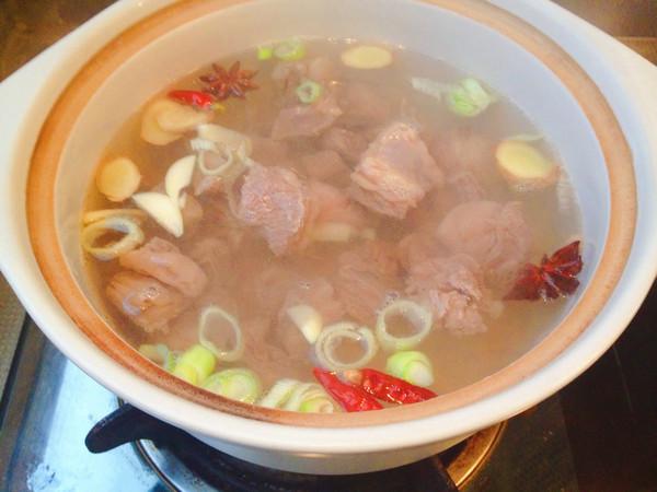 土豆胡萝卜炖牛腩的家常做法