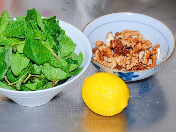 石香菜拌核桃仁的做法大全