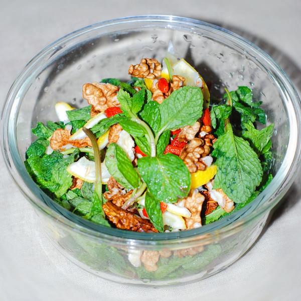 石香菜拌核桃仁怎么吃
