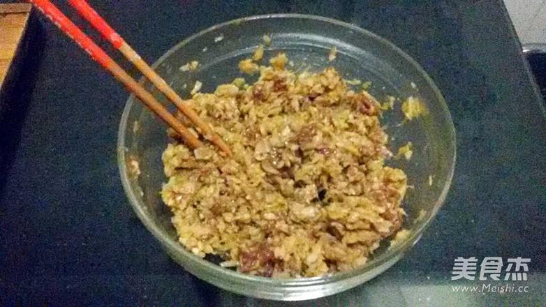 猪肉酸菜包子、蒸饺的简单做法