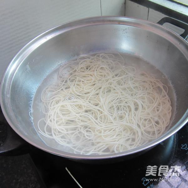 酸豆角虾米挂面怎么炖