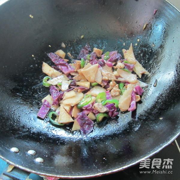 凉薯紫甘蓝炒肉怎么炖