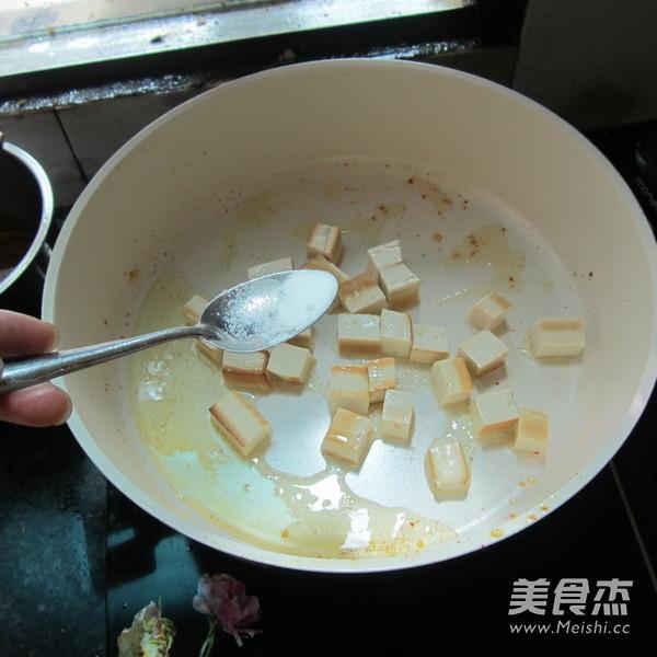 豆腐丁炒火腿的简单做法