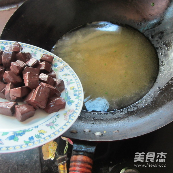 猪血粉条汤的家常做法