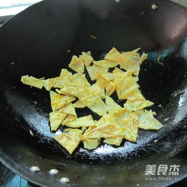 芹菜炒蛋的简单做法