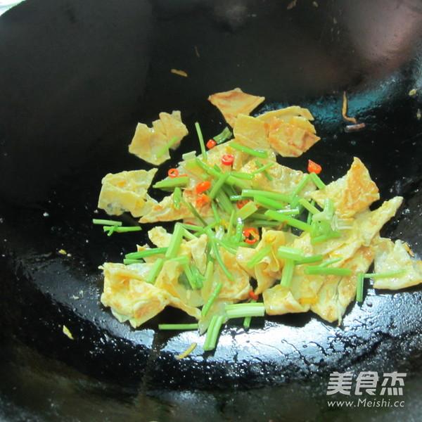 芹菜炒蛋怎么吃