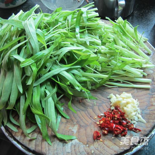 尖椒蒜米空心菜的家常做法