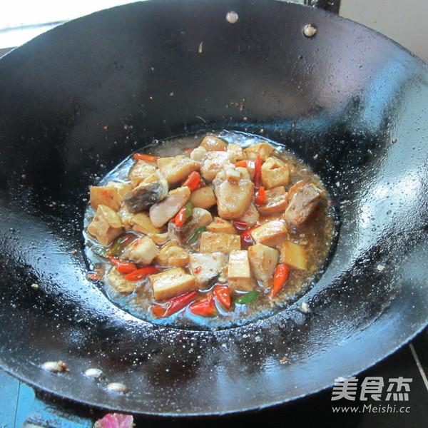 豆腐丁煮鱼怎么煮